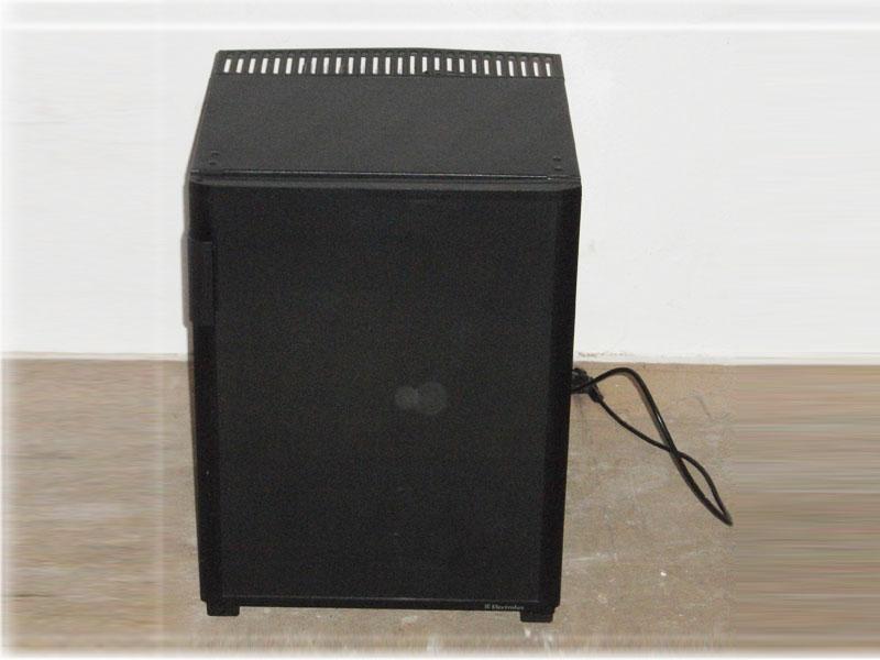 kleiner electrolux b ro k hlschrank schwarz 220v 43 x 42 x 58 cm gebraucht ebay. Black Bedroom Furniture Sets. Home Design Ideas